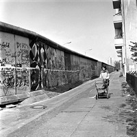 15_Woman with carriage at the Wall West Berlin in April 1989 _JAC