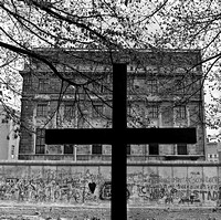 04_Cross in front of the Wall West Berlin in April 1989_JAC